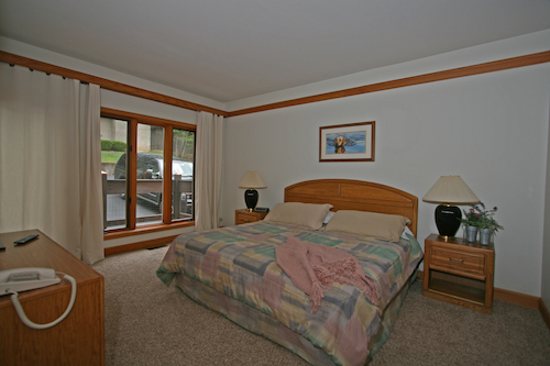 Knolls 927 Guest Master Bedroom